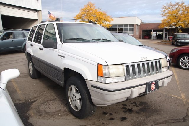 Pre-Owned 1995 Jeep Grand Cherokee SE