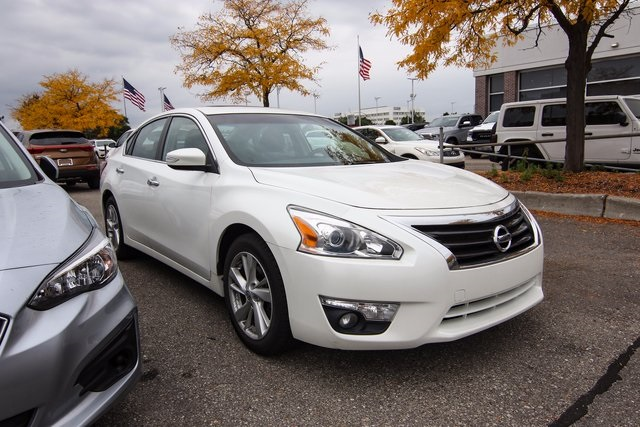 Pre Owned 2013 Nissan Altima 2.5 SV